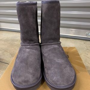 UGG woman classic short crystal bow.